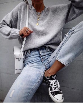 Charming Minimalist Outfits Ideas To Inspire Your Style25