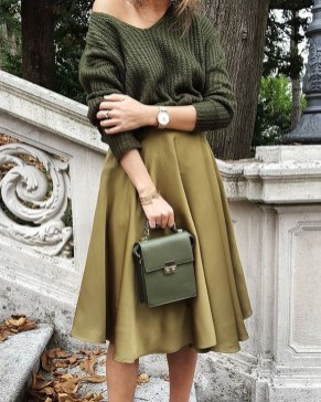 Charming Minimalist Outfits Ideas To Inspire Your Style26