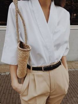 Charming Minimalist Outfits Ideas To Inspire Your Style31