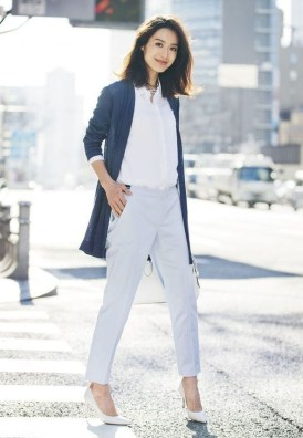 Charming Minimalist Outfits Ideas To Inspire Your Style33