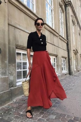 Charming Minimalist Outfits Ideas To Inspire Your Style34