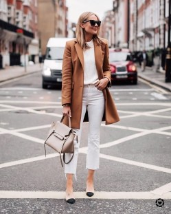 Charming Winter Outfits Ideas To Go To Office29