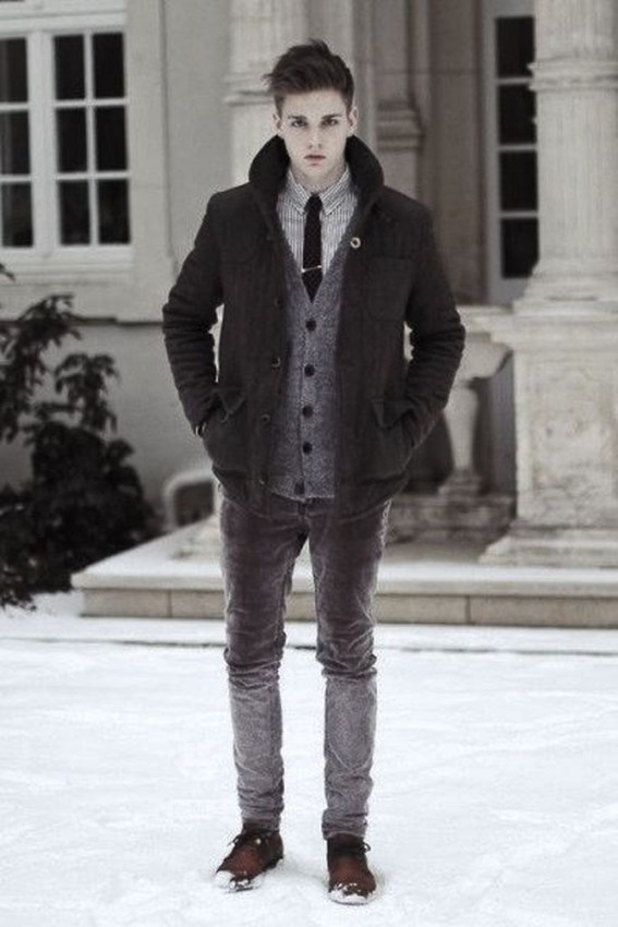 Elegant Winter Outfits Ideas For Men37