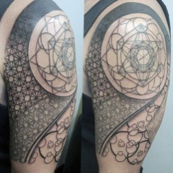 Gorgeous Arm Tattoo Design Ideas For Men That Looks Cool14