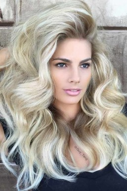 Latest Wavy Long Hair Styles Ideas For Blonde Females 201925