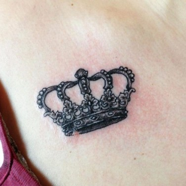Comfy Crown Tattoos Ideas Youll Need To See05