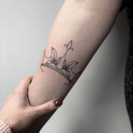 Comfy Crown Tattoos Ideas Youll Need To See20