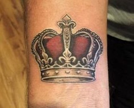Comfy Crown Tattoos Ideas Youll Need To See30