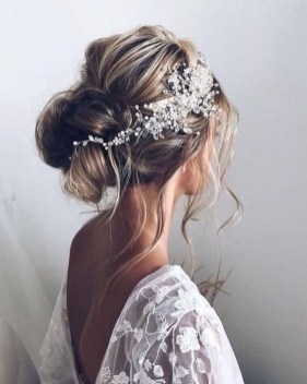 Elegant Wedding Hairstyle Ideas For Brides To Try35