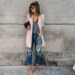 Hottest Women Summer Outfits Ideas With Ripped Jeans To Try02