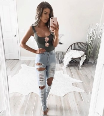 Hottest Women Summer Outfits Ideas With Ripped Jeans To Try17