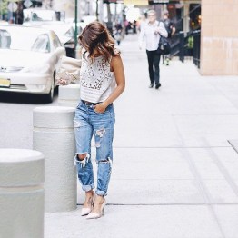 Hottest Women Summer Outfits Ideas With Ripped Jeans To Try20