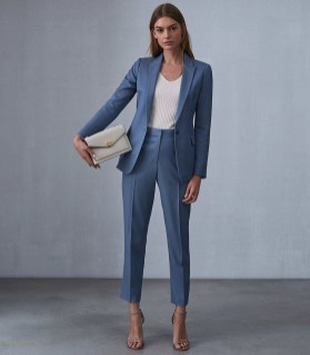 Impressive Spring And Summer Work Outfits Ideas For Women10