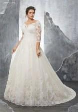 Impressive Wedding Dresses Ideas That Are Perfect For Curvy Brides04