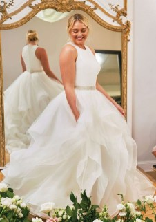 Impressive Wedding Dresses Ideas That Are Perfect For Curvy Brides05
