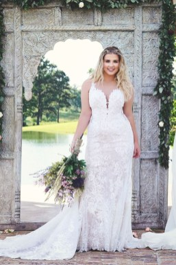 Impressive Wedding Dresses Ideas That Are Perfect For Curvy Brides06
