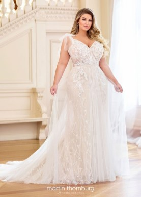 Impressive Wedding Dresses Ideas That Are Perfect For Curvy Brides07