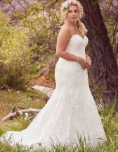 Impressive Wedding Dresses Ideas That Are Perfect For Curvy Brides09