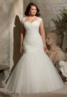 Impressive Wedding Dresses Ideas That Are Perfect For Curvy Brides11
