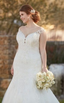 Impressive Wedding Dresses Ideas That Are Perfect For Curvy Brides13