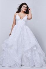 Impressive Wedding Dresses Ideas That Are Perfect For Curvy Brides15