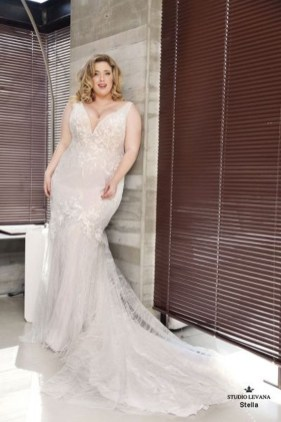Impressive Wedding Dresses Ideas That Are Perfect For Curvy Brides16