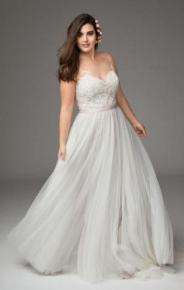 Impressive Wedding Dresses Ideas That Are Perfect For Curvy Brides25