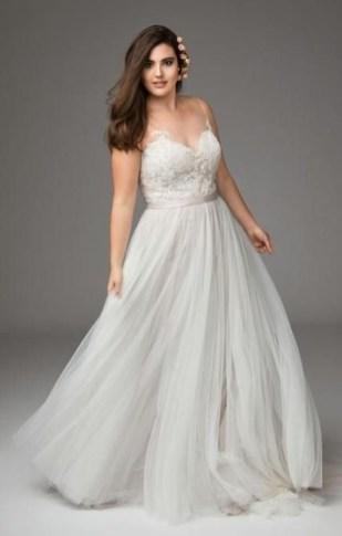 Impressive Wedding Dresses Ideas That Are Perfect For Curvy Brides25