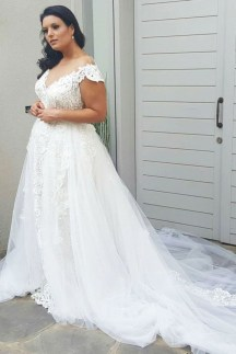 Impressive Wedding Dresses Ideas That Are Perfect For Curvy Brides31