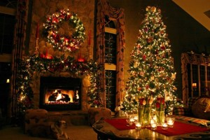 amazing-traditional-christmas-tree-decorations-915x610