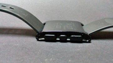 Bedienungstasten der Pebble Smartwatch