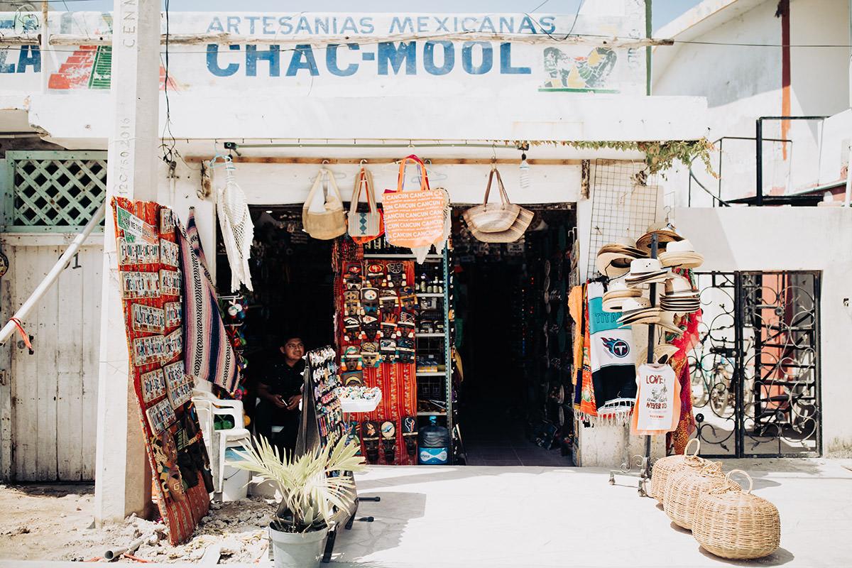 Puerto-morelos-downtown