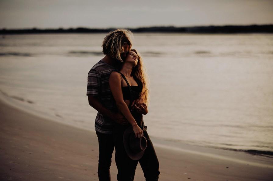 wilmington-beach-north-carolina-photographer-surfer-couple-010.jpg