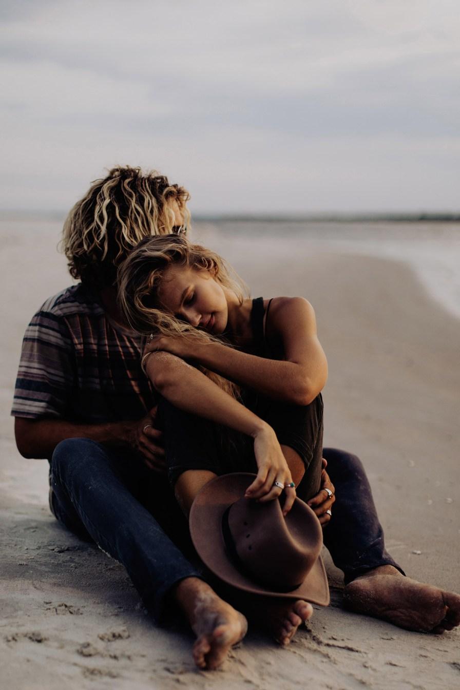 wilmington-beach-north-carolina-photographer-surfer-couple-013.jpg