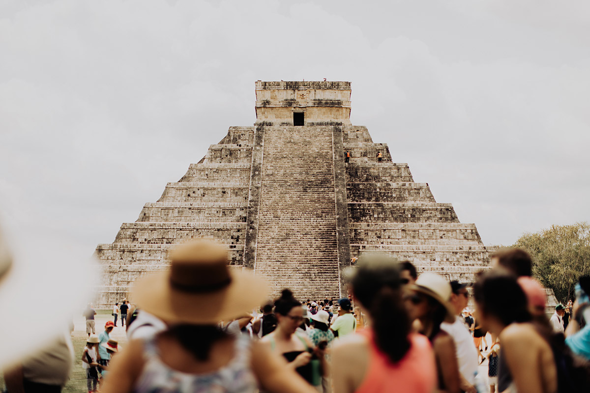 destination-elopement-photographer-Chichen-Itza-crowd-looking