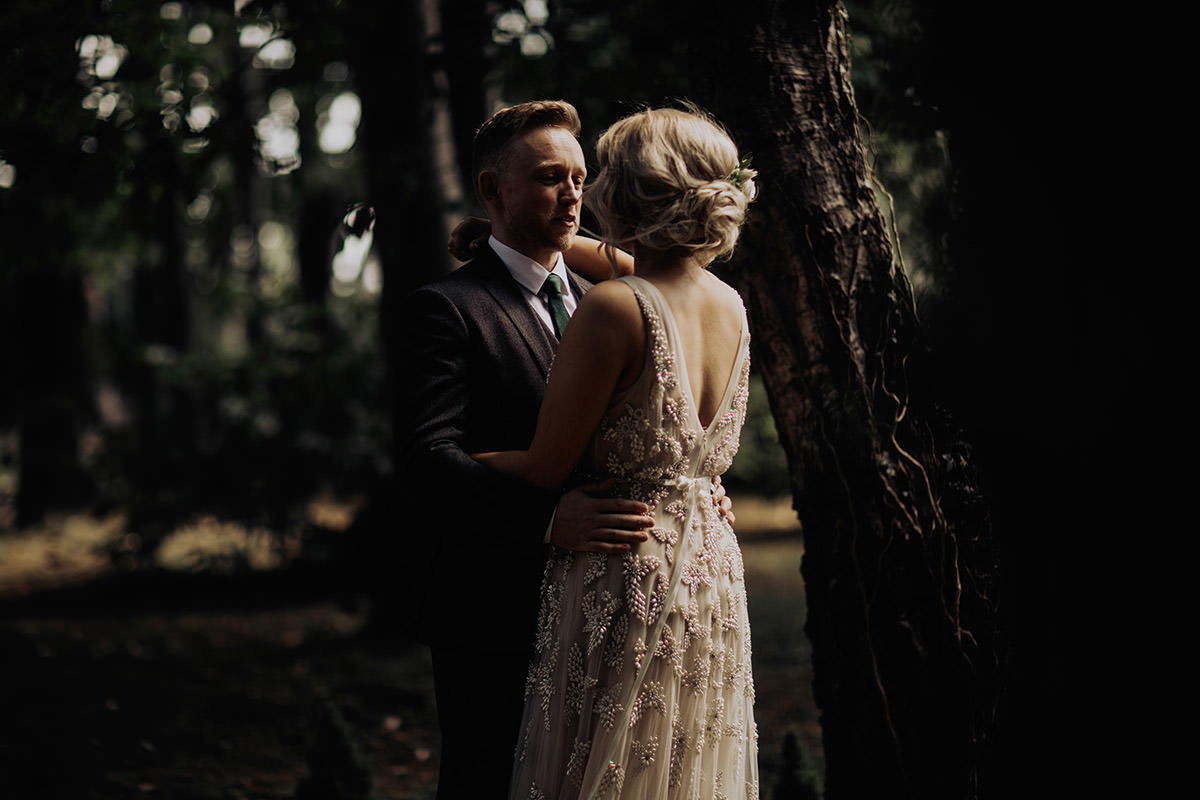 elopement-photographer-seattle-groom-looking-bride