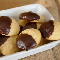 Lemon and dark chocolate cookies