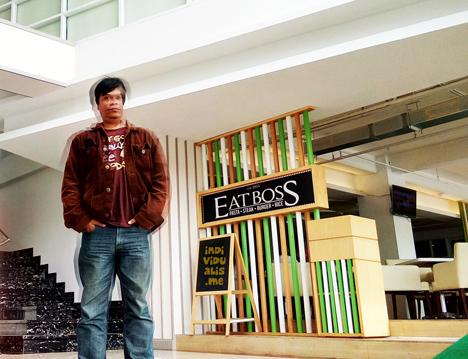 Nampang di depan resto Eatboss di Lobby hotel Maxone Bandung