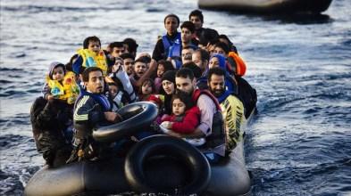 grupo-refugiados-llegan-una-lancha-neumatica-lesbos-este-miercoles-1444850018038.jpg