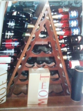 Expositor de garrafas. Itaipava. 2007.
