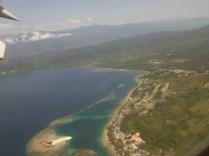 Pemandangan laut di Papua dari pesawat