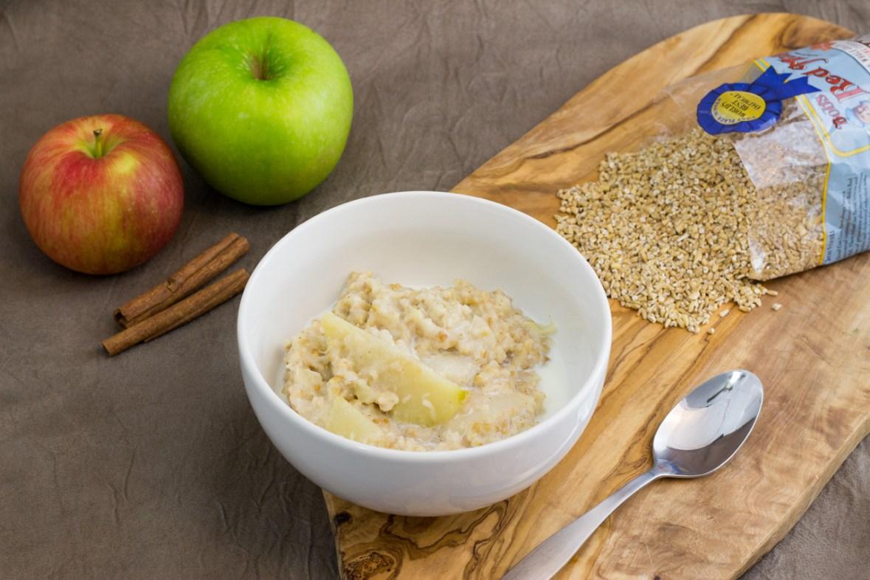 Apple Pie Oatmeal, thekindercook.com