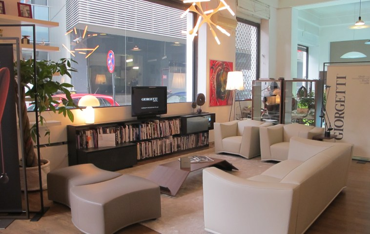 Piesele de mobila colectia Mould design Andrei Munteanu pentru Giorgetti in showroomul Innova Interiorism