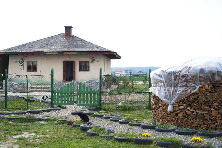 adelaparvu.com despre casa din chirpici la Ciolpani, Poiana Florilor, designer Elena Vasiliu arh. Raluca Suru, Foto Dragos Boldea (48)