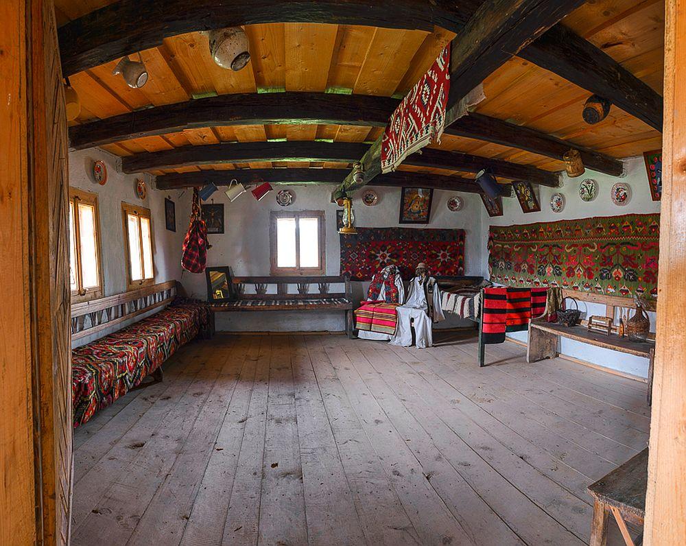 Dou case din lemn maramure ene de secol xviii salvate for Foto case americane