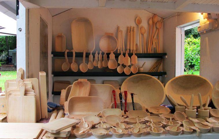 adelaparvu.com despre obiecte cioplite in lemn de familia Lepadatu Baneni Valcea, obiecte de bucatarie si tabure traditionale din lemn (22)