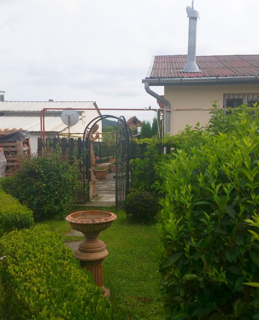 adelaparvu.com despre vase de gradina, ghivece si ornamente din teracota, lut, Terecote Sighisoara Romania (8)