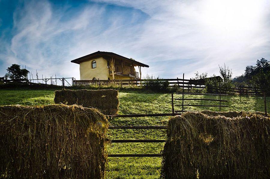 adelaparvu.com despre casa din baloti de paie Popasul Verde, Sangeorz Bai, Romania, proprietar Paul Axinte (2)