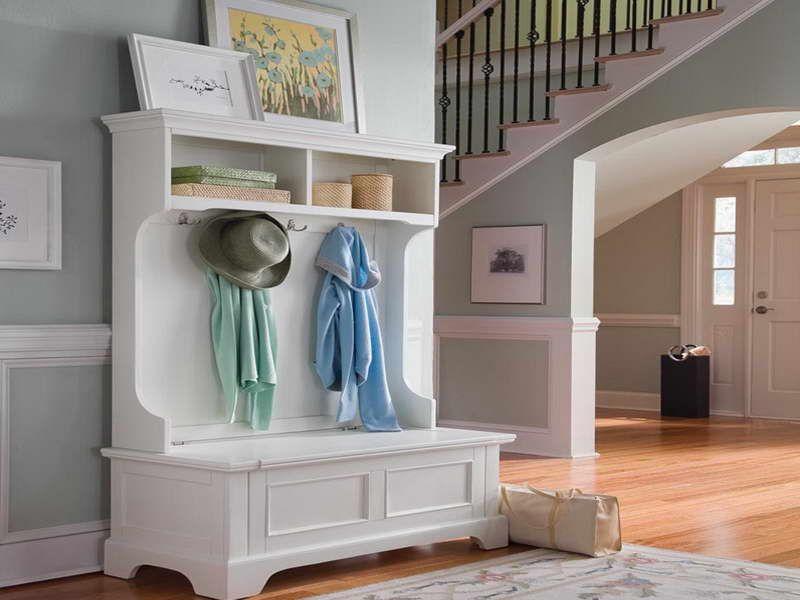 Un mobilier realizat pe comanda pentru o casa amenajata in stil rustic. Foto Foyer Design