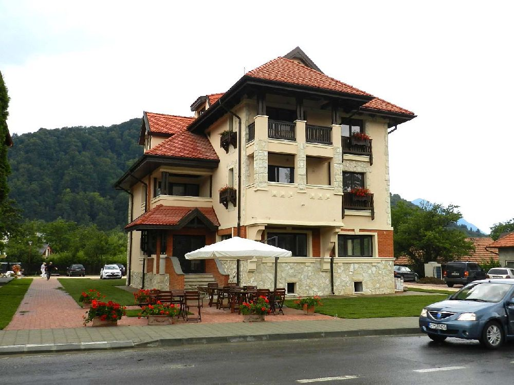 adelaparvu.com despre Casa din Bran Pension, arhitectura Gabriel Henegar, Designer interior Marinela Filip, Foto Andreea Pasca  (1)